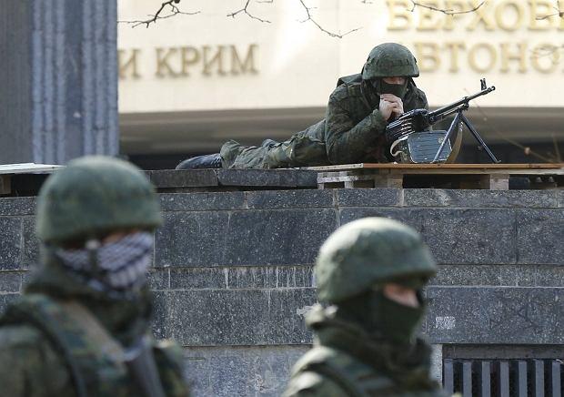 Żołnierze w nieznanych mundurach na Krymie