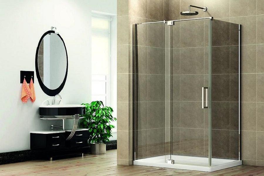 Łazienka z kabiną prysznicową.