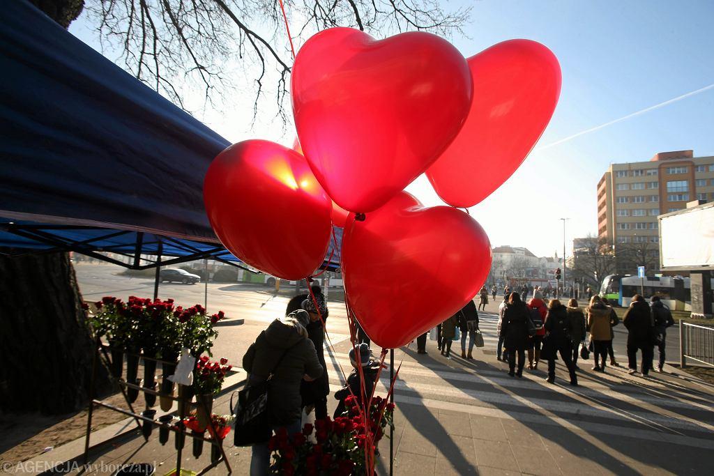 Walentynki 2019. Wierszyki walentynkowe, życzenia i rymowanki