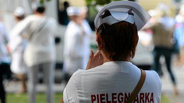 Rząd się 'omylił', pielęgniarki zapowiadają strajk generalny. Będzie Białe Miasteczko 2.0?