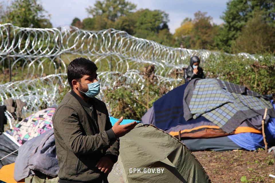 Zdjęcie numer 3 w galerii - Usnarz Górny. Białoruska straż graniczna ponownie twierdzi: Obozowisko jest po polskiej stronie [WIDEO]