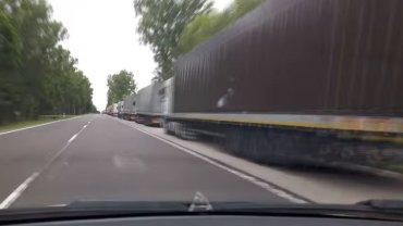 Kolejka samochodów na przejściu w Koroszczynie
