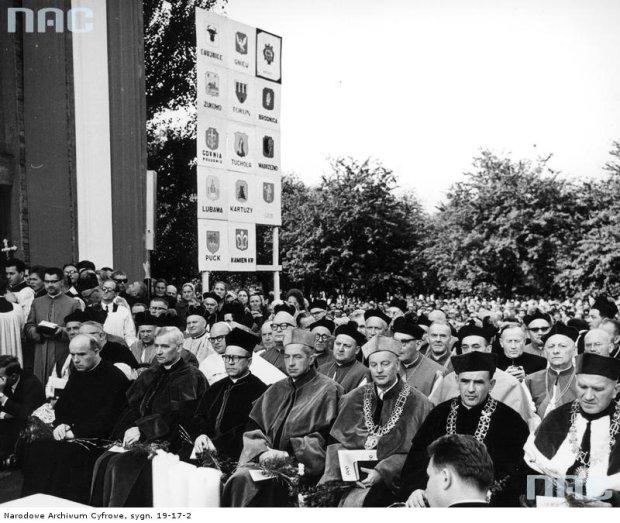 Zdjęcie numer 10 w galerii - Nieprzebrane tłumy: obchody 1000-lecia chrztu Polski w Toruniu [GALERIA]