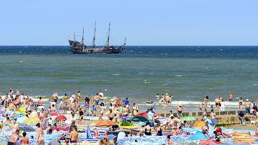 Turyści na plaży w Ustce