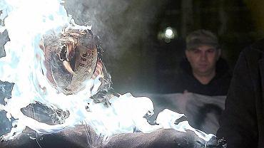 Piotr Rybak został uznany winnym spaleniu kukły Żyda na wrocławskim Rynku (n/z - 18.11.2015). Sąd orzekł karę 10 miesięcy bezwzględnego więzienia. Wyrok jest nieprawomocny