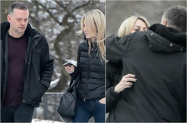 Zdjęcie numer 0 w galerii - Magdalena Ogórek i Krzysztof Antkowiak na spacerze w Warszawie. Zwykłe spotkanie czy randka? TEN gest daje do myślenia