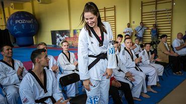 Aleksandra Kowalczuk. Jacek Jaśkowiak nagradza sekcję taekwondo AZS Poznań