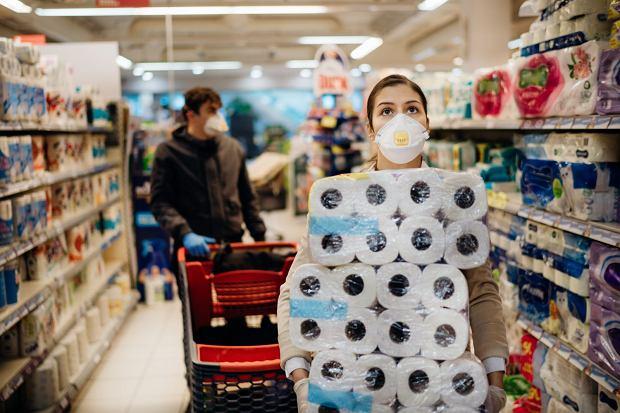 Gdzie iść na pierwszą randkę podczas lockdownu, gdy prawie wszystko jest nielegalne? Karolina: Zaproponowałam zakupy o drugiej w nocy / Fot. zdjęcie ilustracyjne Shutterstock.com
