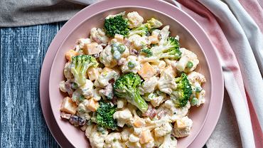 Sałatka z kalafiora to doskonała przekąska - idealna na lunch lub kolację