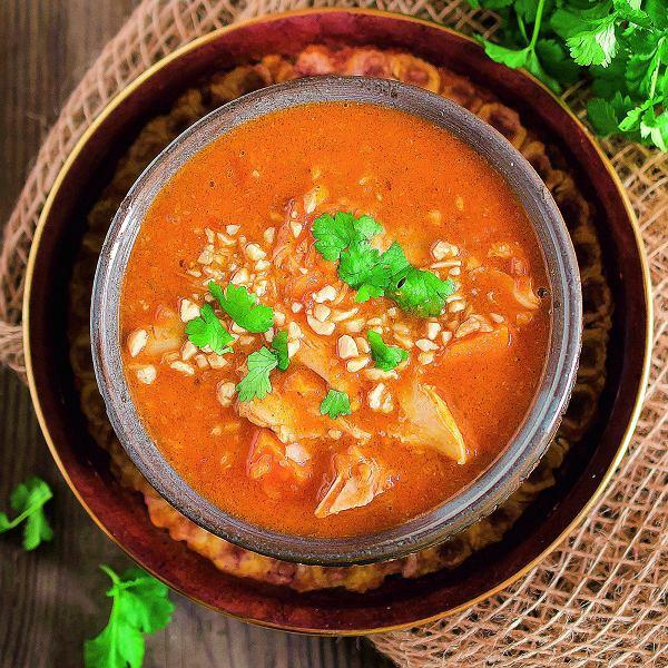 Zupa zbatatów, kurczaka iorzeszków ziemnych