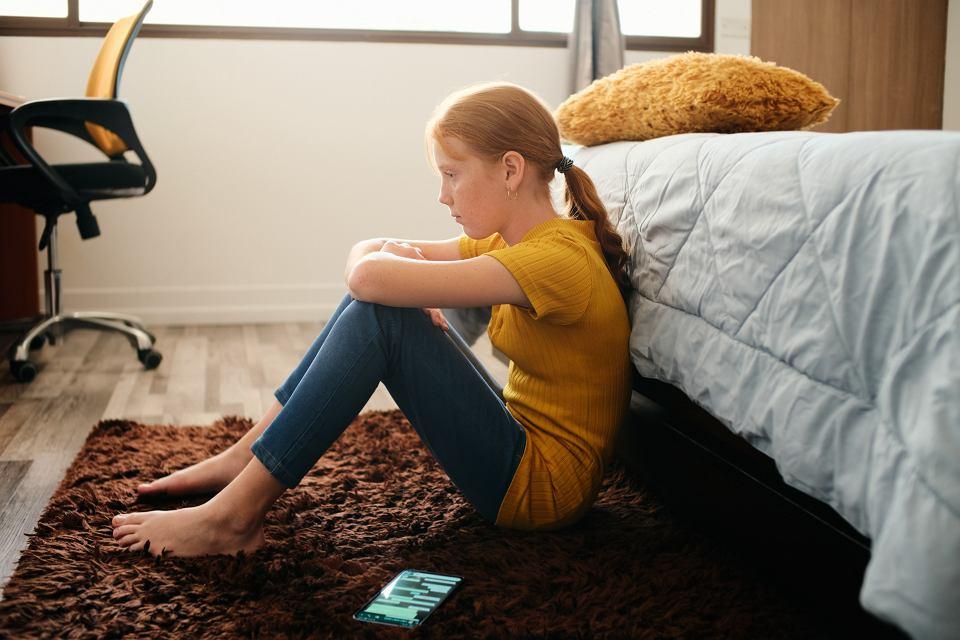 'Jeżeli rodzic chce za wszelką cenę uspokoić dziecko, pocieszyć je, to znaczy, że sam nie czuje się komfortowo z dzieckiem, które przeżywa trudność'