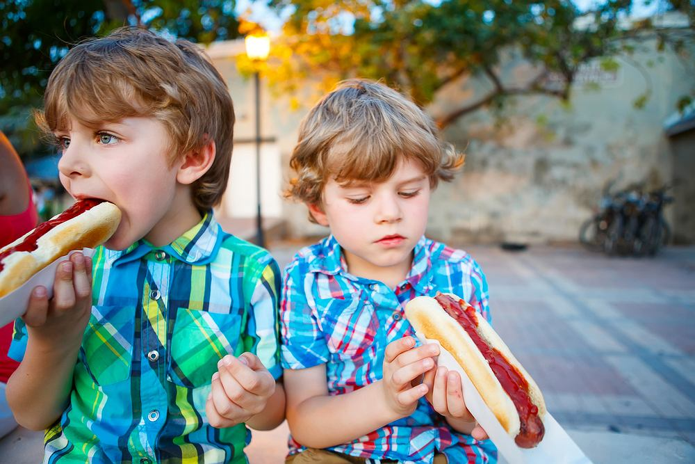 Cukier w słonych potrawach? Oczywiście! Nie brakuje go w fast foodach, 'zdrowych' sokach i produktach leczniczych