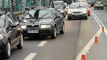 Jazda na suwak. Ilu kierowców stosuje się do nowych przepisów?