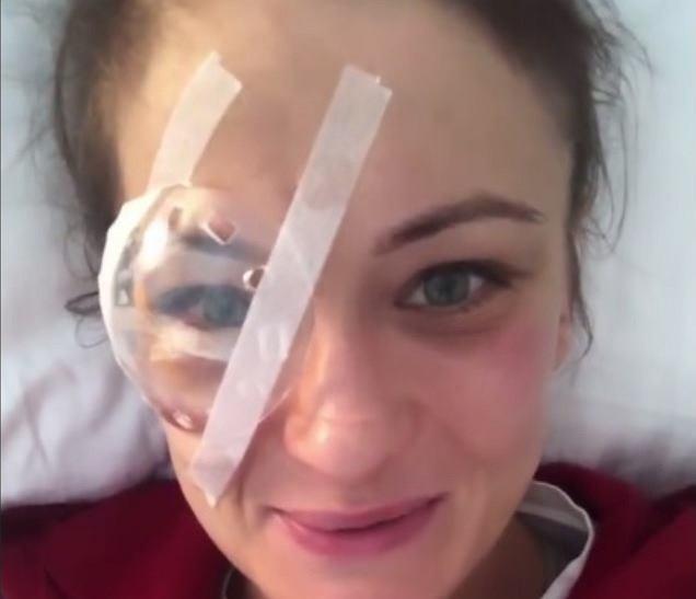 Karolina Kowalkiewicz po operacji oka