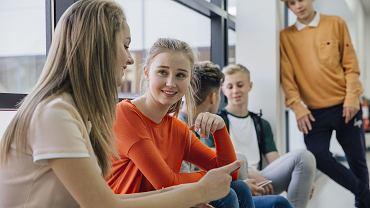 Nastolatkowie w szkole