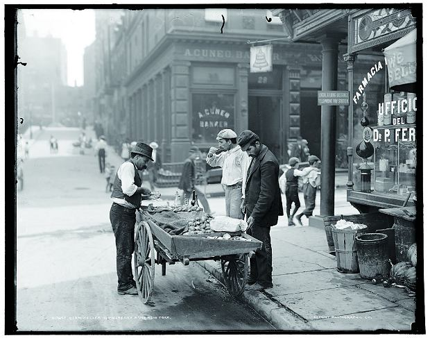 Jedzenie biedoty - małże i ostrygi w Nowym Jorku (1910 r.)