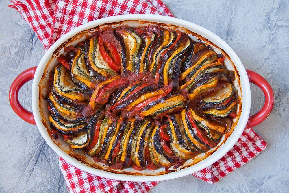 Ratatuj (ratatouille) to doskonałe, lekkie danie na lato