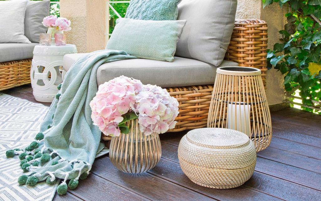 Wiklinowe lampiony i inne stylowe ozdoby do ogrodu