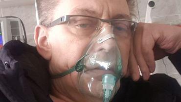 Jacek Borkowski trafił do szpitala! Aktor ciężko przechodzi COVID-19. Pokazał zdjęcie z oddziału