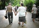 ZUS płaci niewiele. Co siódmy emeryt żałuje, że nie oszczędzał, a co piąty chciałby żyć w innym kraju