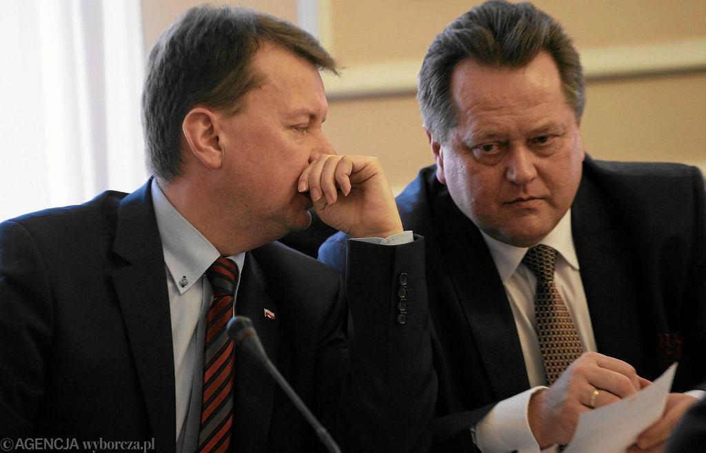 Minister spraw wewnętrznych Mariusz Błaszczak i wiceminister Jarosław Zieliński