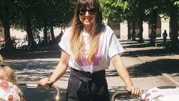 Anna Lewandowska spaceruje z dwoma wózkami i rozmyśla nad macierzyństwem.