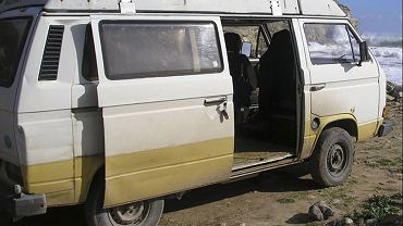 Zdjęcie udostępnione przez niemiecką policję federalną samochodu typu kamper, który należał do domniemanego sprawcy porwania 3-letniej Madeleine McCann