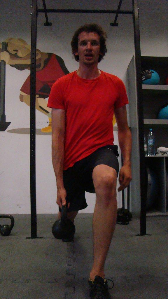 Bartosz Jakubowski z Axla Toruń na treningu na siłowni