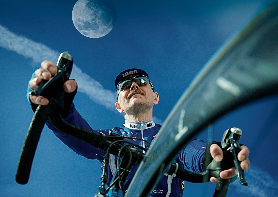 10 lipca 2019, Elblag. Robert Woźniak podróżuje rowerem na Księżyc. Codziennie pokonuje 100, 200, a nawet 300 kilometrów