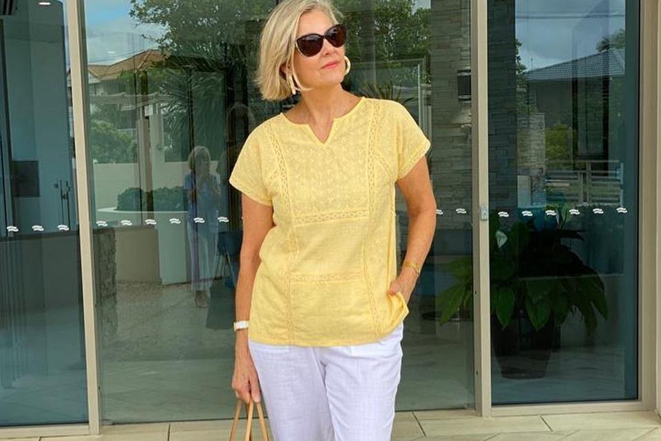 letnie bluzki dla kobiet po 50