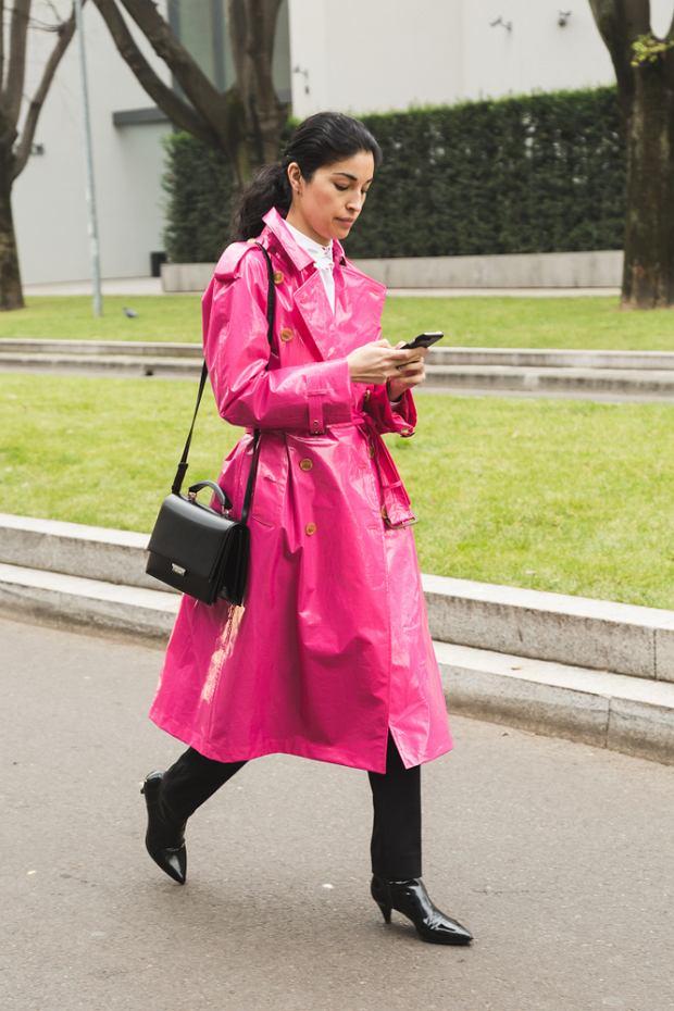 Różowy płaszcz będzie idealny na jesień