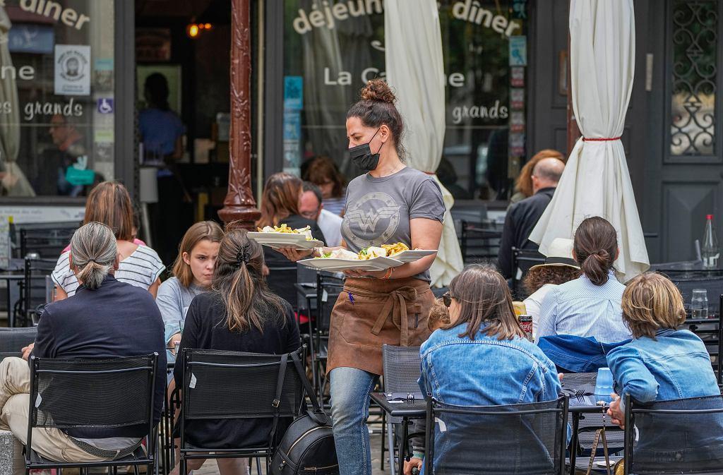 'Restauratorzy będą się burzyć'. Rozmawiamy z Francuzami o paszportach sanitarnych