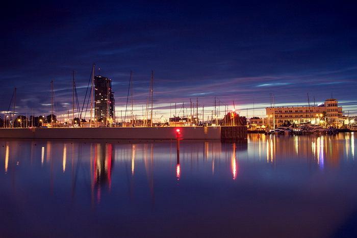Sama Gdynia to miasto niezwykle inspirujące, przez swoje położenie na skraju lasu i morza