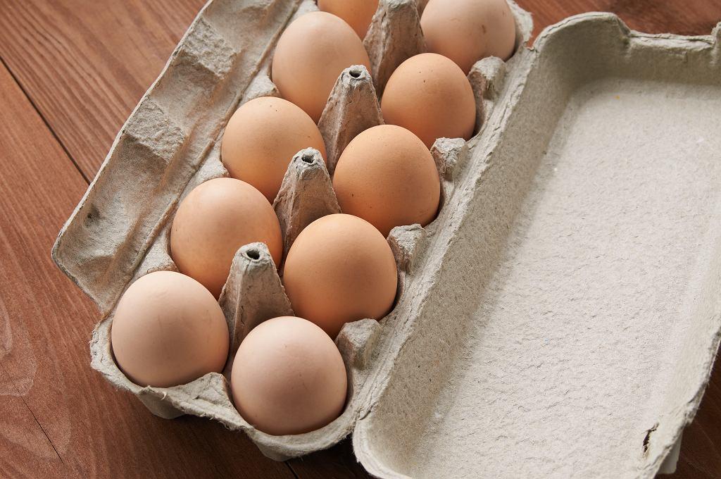 GIS: partie jaj z chowu na wolnym wybiegu wycofane ze sprzedaży. Wykryto bakterie Salmonella Enteritidis