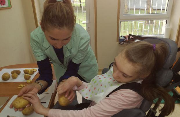 Zajęcia terapeutyczne organizowane przez stowarzyszenie z Chełma