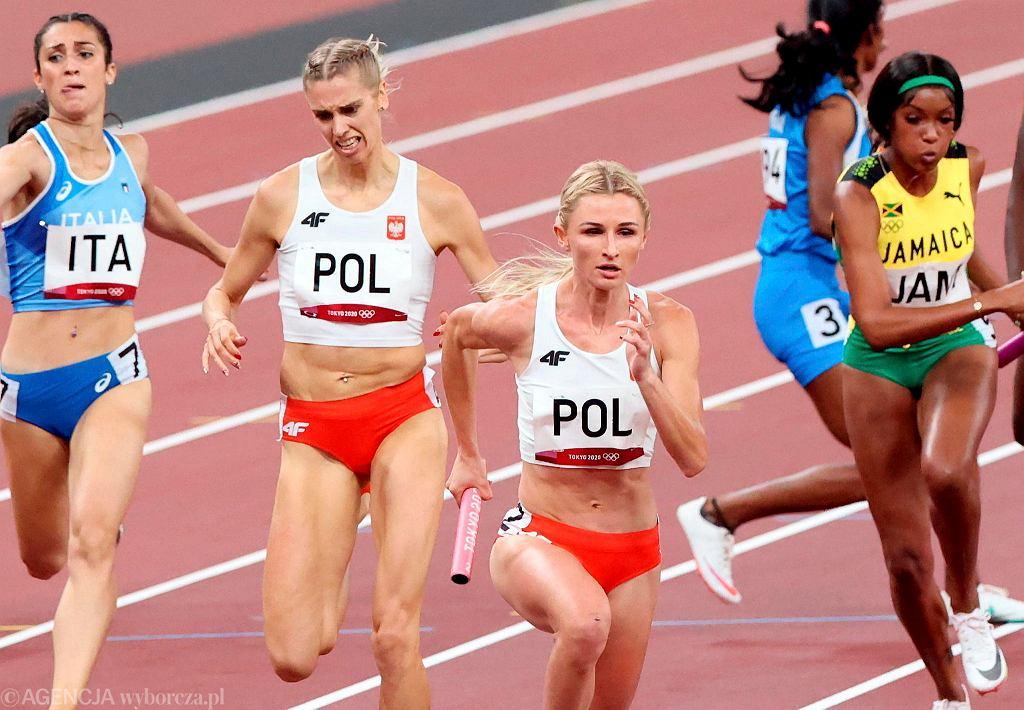 Iga Baumgart-Witan i Małgorzata Holub-Kowalik podczas eliminacji sztafet mieszanych . Igrzyska Olimpijskie w Tokio, 30 lipca 2021