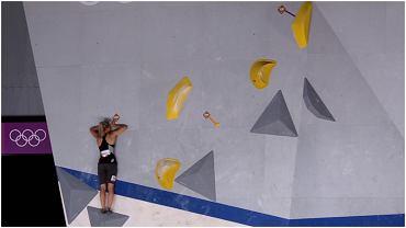 Aleksandra Mirosław podczas boulderingu na IO w Tokio