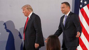 Prezydenci Donald Trump i Andrzej Duda po wspólnej konferencji prasowej w Warszawie 6 lipca 2017 r.