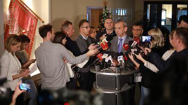 Szef ZNP Sławomira Broniarz podczas konferencji dot. protestu nauczycieli (masowo biorą L4). Warszawa, 18 grudnia 2018