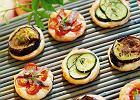 Tartaletki z ciasta francuskiego z cukinią i pomidorami  - Zdjęcia