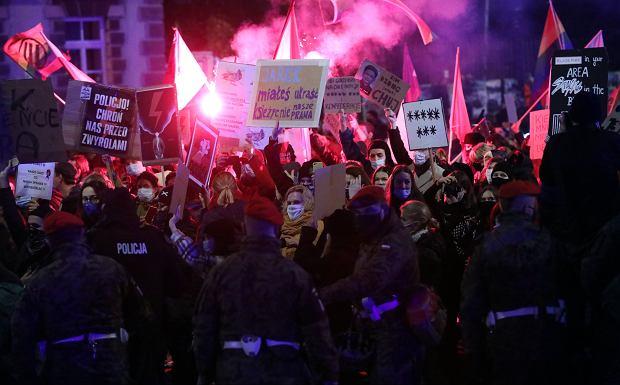 Marta Lampert: Mimo wpadek, jakie zdarza nam się zaliczać, ludzie nie przestają protestować. Strajk Kobiet to samograj (fot: Kuba Atys/ Agencja Gazeta)