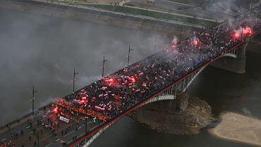 Według nieoficjalnych szacunków służb w Marszu Niepodległości wzięło udział ok. 70 tys. osób.