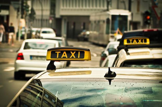 Turysta oszukany przez taksówkarza. Za przejechanie pół kilometra zapłacił 930 dolarów