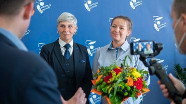 Nagrody w konkursie 'Osobowość Warszawskiego Transportu Publicznego Przyjazna Pasażerom'. Na zdjęciu: Dorota Nosarzewska i Kinga Wiśniewska