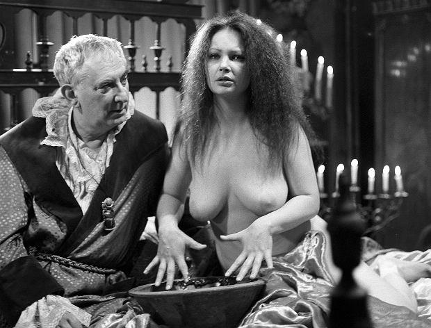 Zdjęcie numer 4 w galerii - Figura zyskała miano seksbomby, ale nie tylko ona rozbierała się na ekranie. Te aktorki nie boją się odważnych scen [18+]