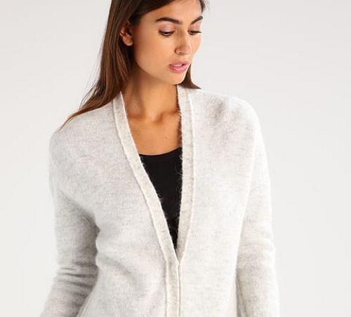 Zdjęcie numer 2 w galerii - Rozpinane swetry na jesień! Wiele z tych modeli znajdziecie na wyprzedaży