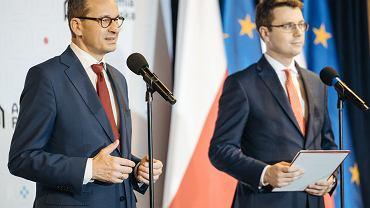 Premier Mateusz Morawiecki i rzecznik rządu Piotr Muller.
