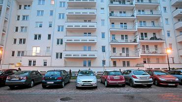 Poznań, parking na Osiedlu pod Platanami dewelopera Wechta nie ma wystarczającej liczby miejsc
