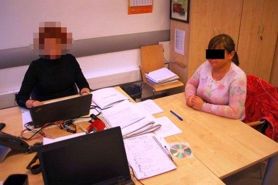 Policjanci z warszawskiego Śródmieścia zatrzymali małżeństwo, które pobiło obcego mężczyznę, bo... nie chciał poczęstować ich papierosem.