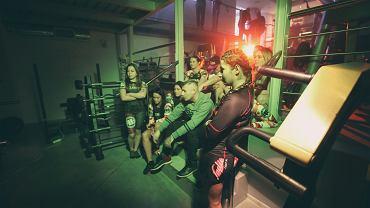 W ostatni weekend stycznia 9 utalentowanych zawodniczek MMA i K-1, wzięło udział w zdjęciach do nowego teledysku Drużyny Mistrzów. 'Sportowa Dama' będzie kolejnym zilustrowanym utworem z wydanej pod koniec 2016 roku płyty pt. 'Moc motywacji'.